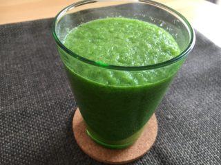 飲みやすいグリーンスムージー!小松菜&りんご&グレープフルーツで♪【農家のレシピ帳】