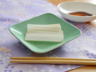 定番!ウドの刺身。シンプルにしょうゆだけでいただく、春の副菜。【農家のレシピ帳】