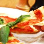 生トマトでピッツァ・マルゲリータ。オーブンで焼く本格ピザ♪【農家のレシピ帳】