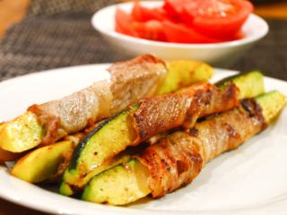 ズッキーニの肉巻き!豚肉とズッキーニの旨味したたるジューシーな一品。【農家のレシピ帳】