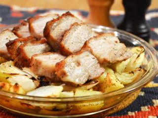 豚バラブロックと野菜のオーブン焼き。ジューシーな丸ごとブロック肉が贅沢。【農家のレシピ帳】
