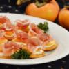 柿と生ハムのオードブル。クリームチーズが合う!クラッカーにのせて。【農家のレシピ帳】