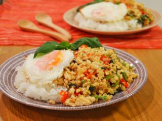 ガパオライス。本格タイ料理のがっつりワンプレート!【農家のレシピ帳】
