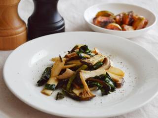 ビーツの葉とエリンギのバターソテー。炒めるだけ!洋風の副菜♪【農家のレシピ帳】
