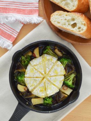 ブロッコリーとカマンベールチーズのアヒージョ。パーティーに!【農家のレシピ帳】