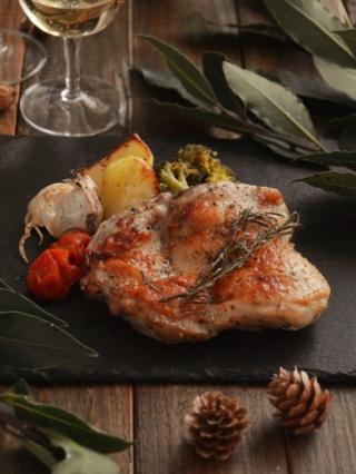 ジューシー!丸ごとチキンと野菜のオーブン焼き。焼くだけ簡単♪【農家のレシピ帳】