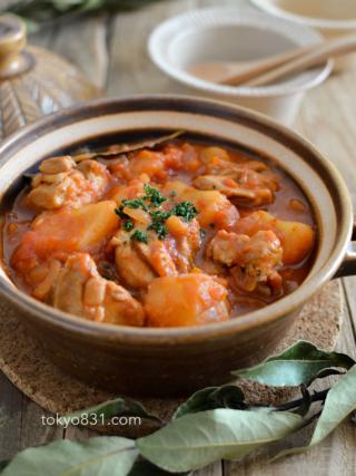 鶏肉とじゃがいものトマト煮。作り置きに便利な洋風おかず♪【農家のレシピ帳】