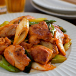 鶏肉とねぎのキムチ炒め。ご飯が進む中華おかず♪【農家のレシピ帳】